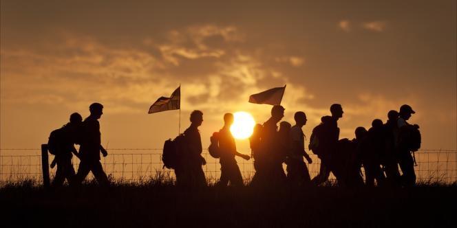 En France ou à l'étranger, plus de cinq millions de Français de plus de 15 ans déclarent faire de la randonnée pédestre, dont la moitié en montagne.