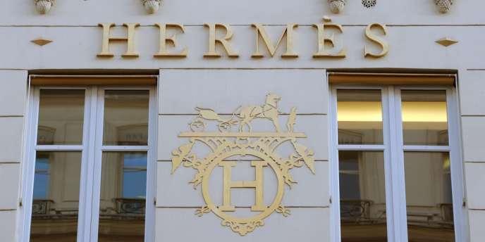 Le groupe de luxe Hermès se dit sûr de son bon droit et persuadé qu'Alice Frank pouvait lui vendre les droits de réédition.