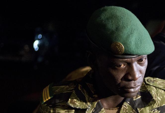 Le capitaine Amadou Sanogo, dans le camp militaire de Kati, près de Bamako, le 31 mars 2012.