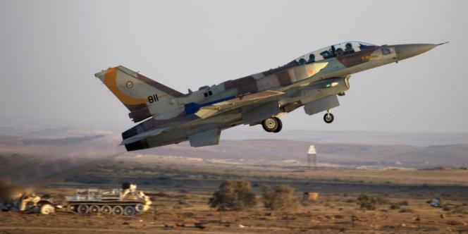 L'éventuelle mise à disposition d'Israël de certaines bases aériennes en territoire azerbaïdjanais représenterait une solution de repli utile pour les chasseurs israéliens en cas de frappes contre l'Iran (ici un F-16 au décollage dans le désert du Néguev) .