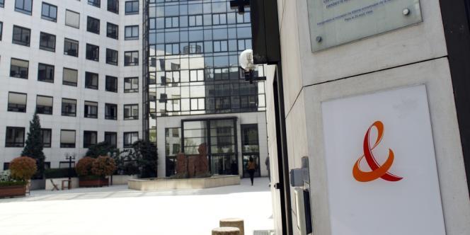 Seuls quelques agents publics resteront au sein du groupe, ceux embauchés au milieu des années 1990, au moment du changement de statut de France Télécom.