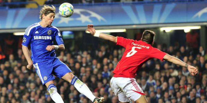 Fernando Torres face à Javi Garcia lors du quart de finale de la Ligue des champions remporté par Chelsea face à Benfica.