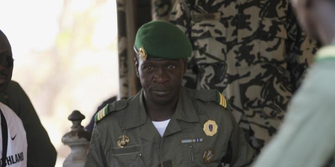 Le capitaine Amadou Sanogo, chef des putschistes, au camp militaire de Kati, le 3 avril.