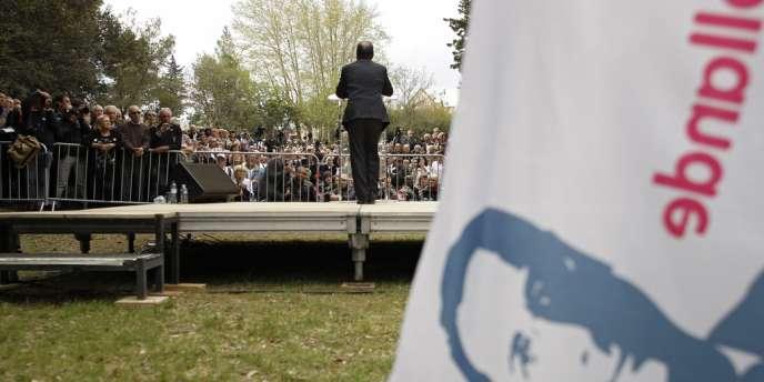 En déplacement à Nîmes, François Hollande a réagi en banalisant à l'extrême la présentation du programme de Nicolas Sarkozy, qui avait eu lieu quelques instants plus tôt.