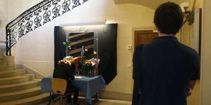 Dans les locaux de l'IEP de Paris, un livre d'or a été ouvert à la mémoire de Richard Descoings.