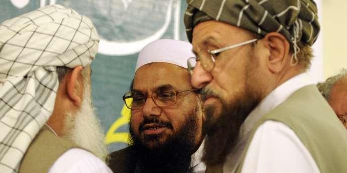 Au centre, Hafiz Saeed, cofondateur du groupe islamiste Lashkar-e-Taiba, à Rawalpindi, le 4 avril.