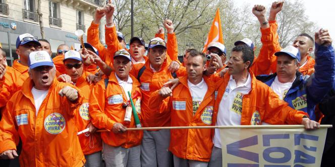 Emblématique du volet social de la campagne, les ouvriers métallurgistes de l'usine ArcelorMittal de Florange (Moselle) n'entendent pas cesser le combat.
