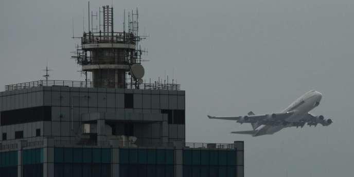 Un Boeing 747 de Singapore Airlines décolle de Hongkong, le avril 2012.