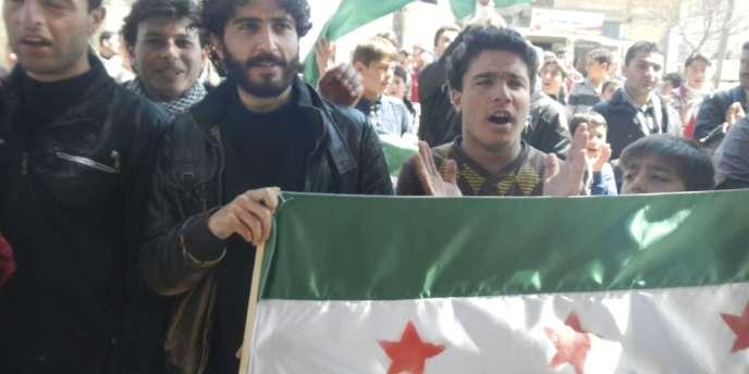 Des manifestants anti-Assad à Kafr Anbal, près d'Idlib , au nord de la Syrie, le 3 avril.