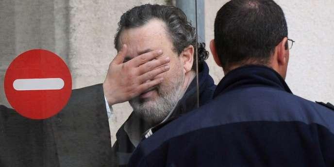 Philippe Berre, à l'entrée du tribunal correctionnel de La Rochelle, jeudi 5 avril.