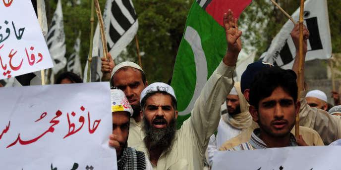 Durant la manifestation à Peshawar, le 6 avril.