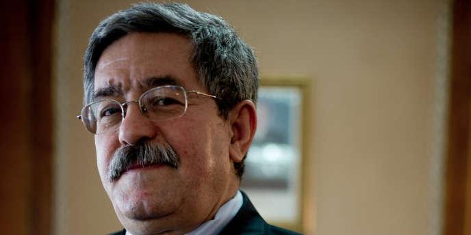 Le premier ministre algérien, Ahmed Ouyahia, jeudi 5 avril, au siège du gouvernement à Alger.