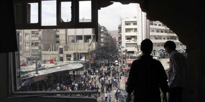 Dans un quartier de Damas, jeudi 5 avril 2012, après l'un des plus violents assauts des forces armées contre l'opposition dans la capitale syrienne.