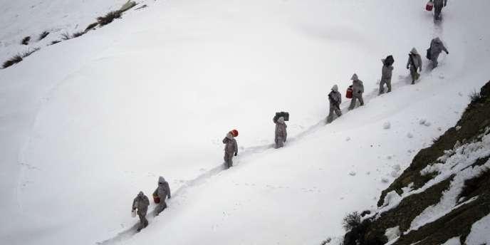 Photograhie d'archives de soldats pakistanais près de la base de Kalpani, dans l'Himalaya.