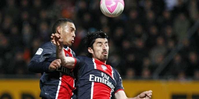 Guillaume Hoarau et Milan Bisevac à la réception du ballon, le 31 mars face à Nancy.