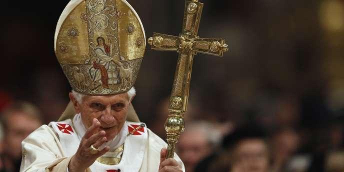 Benoît XVI, le 7 avril, au sortir de la veillée pascale.