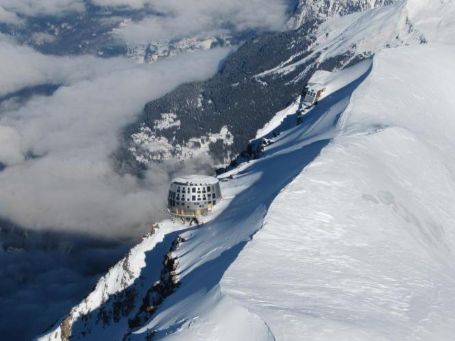 Le refuge du Goûter à 3 835 mètres d'altitude est une étape quasi incontournable pour les candidats à l'ascension du mont Blanc (4 810 mètres).