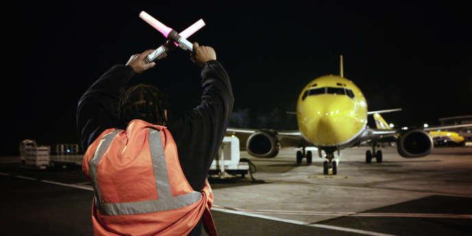 En 2010, l'aéroport de Roissy a enregistré 61 000 mouvements entre 22 heures et 6 heures, soit 170 vols par nuit.