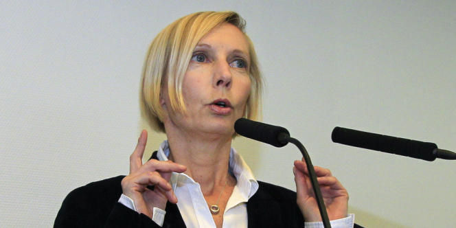 Le procureur de la République adjoint de Bobigny, Anne Kostomaroff, a annoncé, lors d'une conférence de presse, le 9 avril à Bobigny, qu'une information judiciaire allait être lancée pour déterminer
