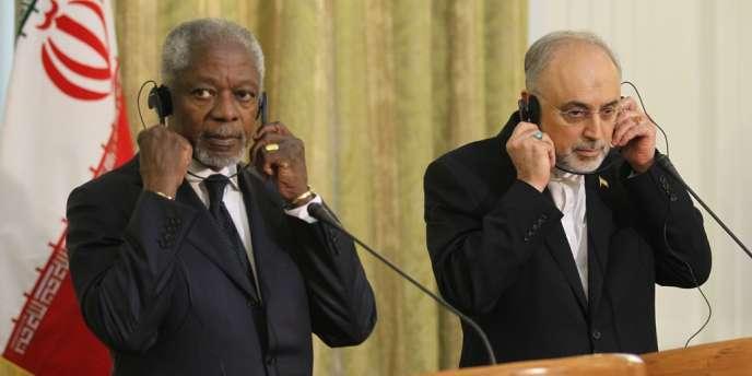 Kofi Annan et le ministre des affaires étrangères iranien, Ali Akbar Salehi, le 11 avril 2012, à Téhéran.
