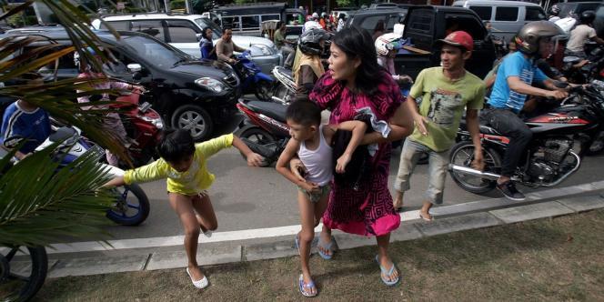 Les séismes ont provoqué des scènes de panique à travers le pays.