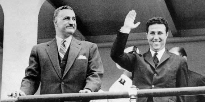 Les présidents égyptien et algérien, Nasser et Ben Bella, en 1963, en Algérie.