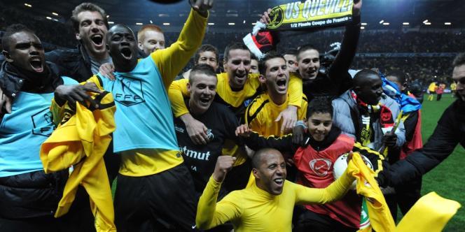 Les joueurs de Quevilly après leur victoire sur le Stade rennais, le 11 avril, qui leur permet d'accéder en finale de la Coupe de France.