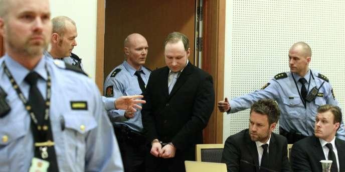 Le 6 février, lors d'une audience à Oslo, Anders Breivik a été reconnu pénalement responsable du meurtre de 77 personnes. Son procès doit s'ouvrir le 16 avril.
