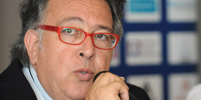 Bernard Amsalem, président de la Fédération française d'athlétisme, ici lors d'une conférence de presse à Albi le 28 juillet 2011.