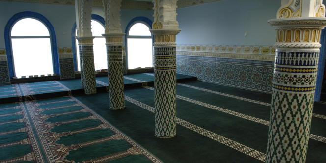 Photo prise le 15 mars 2005 à Bondy, de l'intérieur de la première véritable mosquée de Seine-Saint-Denis, lors de son inauguration.