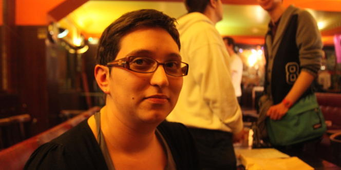 Stéphanie, coordinatrice de la section, passe 90 % de son temps libre à travailler pour le parti.