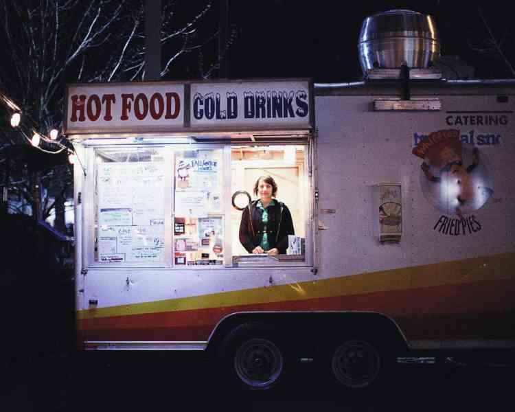 Ci-contre, un des 700 food carts de la ville. Photo: Olivia Bee pour M, Le magazine du Monde