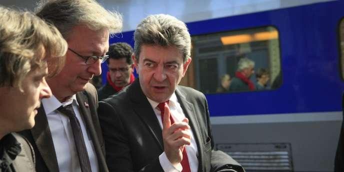 Pierre Laurent et Jean-Luc Mélenchon dans la gare de Lille, le 28 mars 2012.