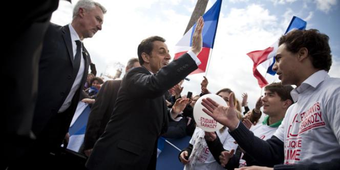 Donné battu par tous les sondages, Nicolas Sarkozy a contesté devant les militants UMP, réunis place de la Concorde, le rôle de la BCE.