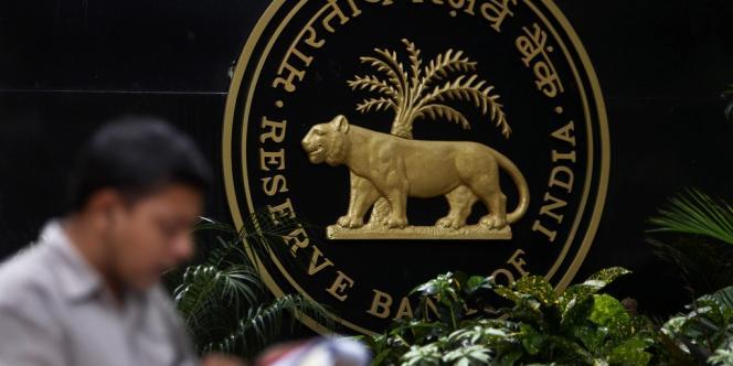 La banque centrale indienne a  légèrement baissé ses taux d'intérêt en mai, sans pouvoir aller plus loin, car, ce mois-là, l'inflation a dépassé le seuil des 10 %.