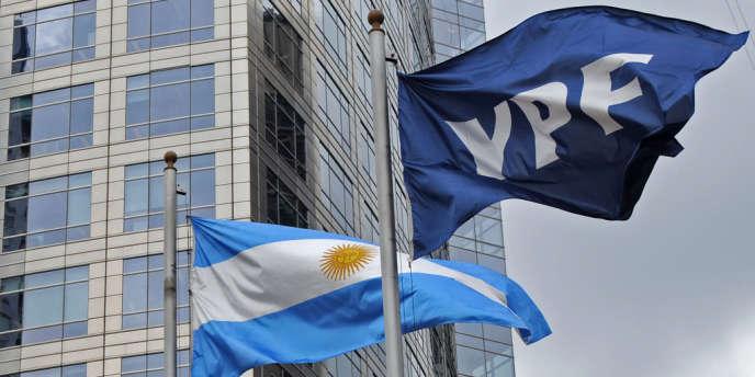 Buenos Aires accusait  Repsol de ne pas investir suffisamment en Argentine pour expliquer la nationalisation, en 2012, d'YPF,  la filiale de groupe pétrolier espagnol.