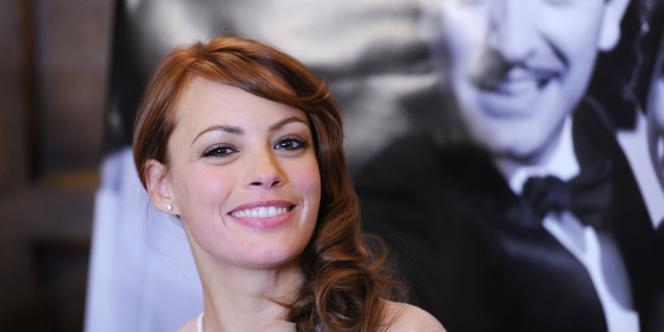 Parlant parfaitement anglais et espagnol, Bérénice Bejo succèdera dans ce rôle à l'actrice française Mélanie Laurent.