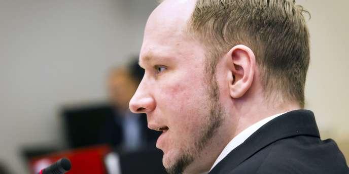 Anders Behring Breivik lors de son quatrième jour d'audience, jeudi 19 avril 2012.