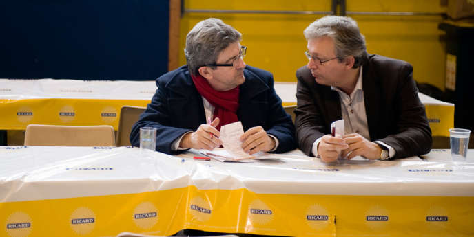 Jean-Luc Mélenchon et Pierre Laurent, avant un meeting dans le Morbihan le 27 novembre 2011.