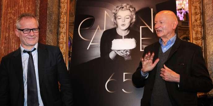 Thierry Frémaux, délégué général du Festival de Cannes (à gauche) et Gilles Jacob, son président, lors de la conférence de presse à Paris, le 19 avril 2012.