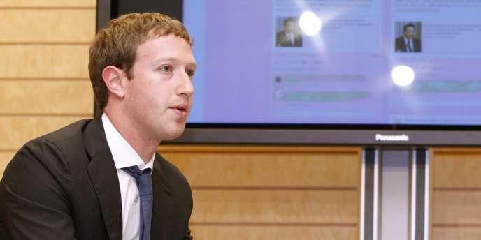 Mark Zuckerberg, le fondateur et PDG de Facebook, lors d'une rencontre avec le premier ministre japonais, fin mars.