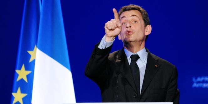Nicolas Sarkozy en meeting à Arras, le 18 avril.
