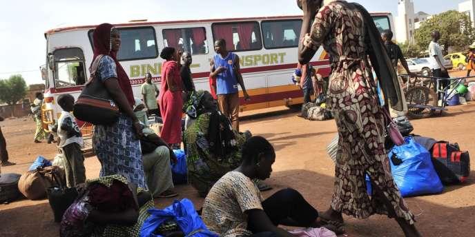 Des ressortissants maliens arrivent à Gao le 6 Avril dernier après deux jours de voyage. Depuis mi-janvier, 268 000 personnes ont dû quitter leur domicile pour fuir les combats.