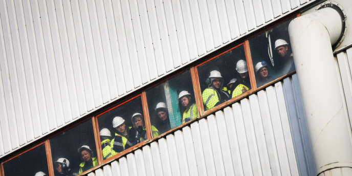 Le 9 février, les ouvriers de Fessenheim (Haut-Rhin) attendent l'arrivée de Nicolas Sarkozy, président de la République.