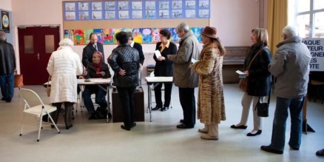 Vote à l'école du Centre.
