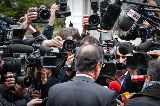 A la sortie du bureau de vote de la mairie de Tulle (Corrèze), le 22 avril.