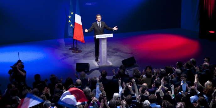 Le candidat Nicolas Sarkozy prononce un discours, le 22 avril 2012 à la Mutualité, à Paris, au soir du 1er tour de l'élection présidentielle.