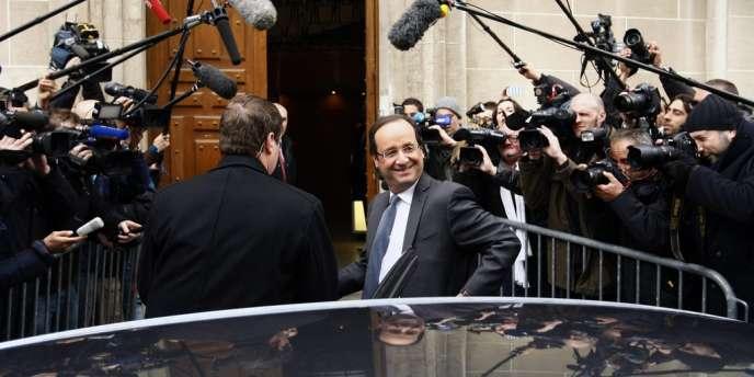 François Hollande arrive à son QG de campagne, le 23 avril.