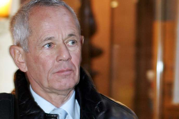 Photo prise le 14 décembre 2004 au palais de justice de Paris de l'ex-officier de gendarmerie, Paul Barril.
