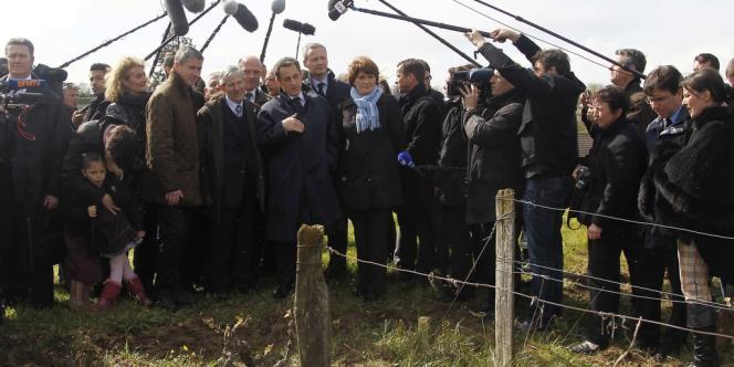 Nicolas Sarkozy en visite à Vouvray (Indre-et-Loire), le 23 avril.